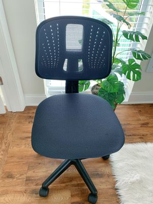 Wayfair Grey Swivel Desk Chair with Adjustable Height for Sale in Spartanburg, SC