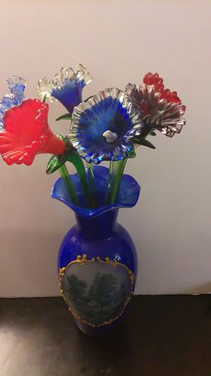 Make an offer, Collectibles,Vase with glass flowers for Sale in Las Vegas, NV