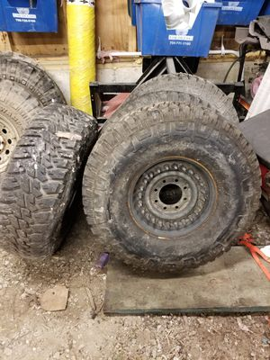Military h1 hummer tires and rims 37x12.50x16.5 for Sale in Willow Springs, IL