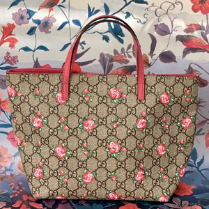 Authentic Gucci GG Supreme Rose Bud Tote for Sale in Tampa, FL