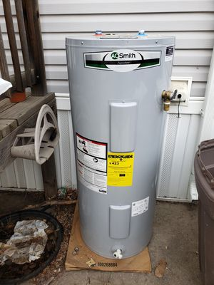 Electric water heater for Sale in Thornton, CO