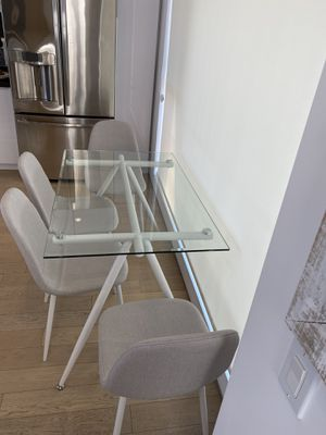 Table and 4 Chairs - Carson Carrington Riihimaki Grey/White 5-piece Dining Table and Chair Set for Sale in Los Angeles, CA