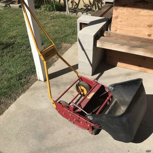 McLane Push Mower With Grass Catcher for Sale in Lakewood, CA