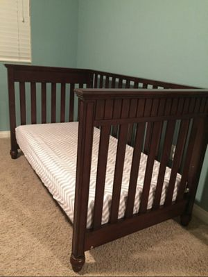 Baby crib and mirror for Sale in Las Vegas, NV