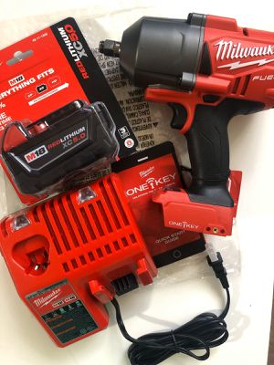 """Milwaukee KIT: 1/2"""" IMPACT WRENCH ONE KEY (Bluetooth)(2863 20)/ Battery XC 5.0 M18 Red Lithium/Charger M12-M18. BRAND NEW!!! Nuevo for Sale in Los Angeles, CA"""