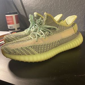 Yeezy Boost 350 V2 Yeezreel Non-ref Size 11 for Sale in Fort Lauderdale, FL