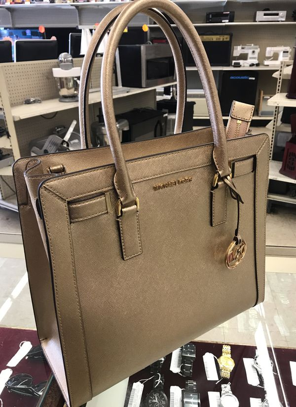 9cee46142570b1 MICHAEL KORS GOLD PURSE AP-1712 for Sale in Austin, TX - OfferUp