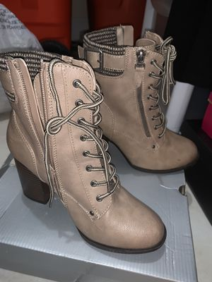 TEEN/women boots size 7 for Sale in Miami, FL