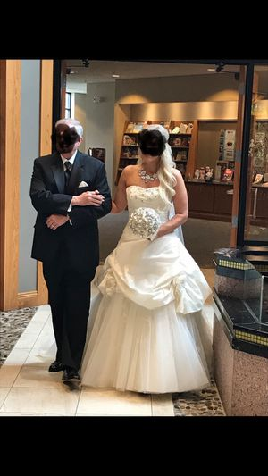Wedding dress for Sale in Westlake, OH