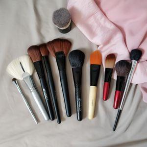 Assorted makeup brushes bundle for Sale in San Francisco, CA