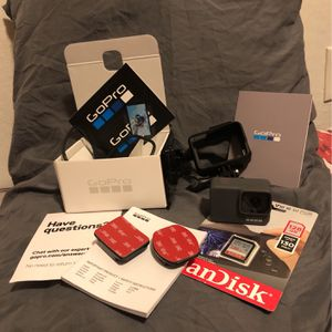 GoPro 7 Silver 4K-waterproof Action Camera Brand New!!!Purchases Gopro For $199 (before Tax) And $25 For 128 GB SD Card for Sale in Fairfield, CA