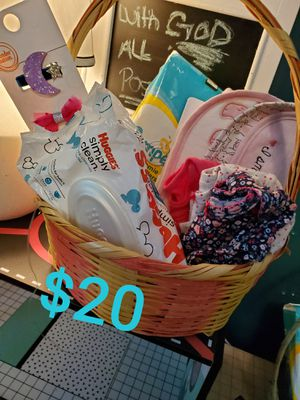 Babygirl pre-me bundle for Sale in Cleveland, OH