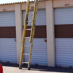 Louisville 16 foot extension ladder $60 for Sale in Phoenix, AZ