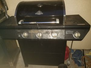 BBQ grill with gas tank for Sale in Tampa, FL