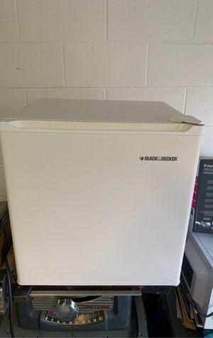 Black and Decker mini fridge for Sale in Deltona, FL