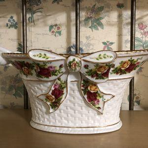 Vintage Royal Albert Old Country Rose Basket Weave Basket for Sale in Conyers, GA
