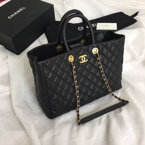 Chanel hand bags for Sale in North Miami, FL