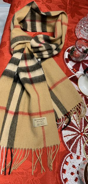 Burberry scarf🖤 Like new!🎄OBO!⛄️ for Sale in Riverside, CA