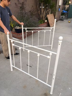 Twin bed frame (with metal slats) for Sale in Buena Park, CA