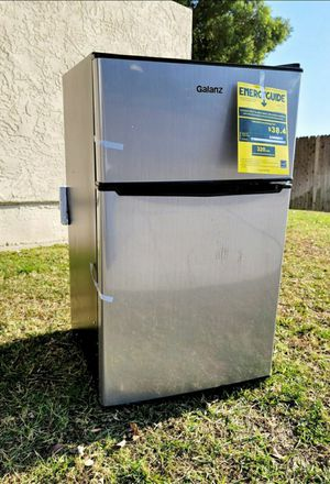 New Galanz 3.1 Cu ft Two Door Mini Fridge with Freezer Estar GL31S5E, Stainless for Sale in Bakersfield, CA