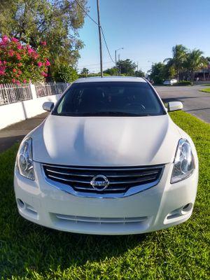 Nissan Altima 2012 título en mano no diler 110.000 millas V6 3.5 SR cámara trasera de piel rines de aluminio sunruf y equipo de música BOSE for Sale in Miami, FL