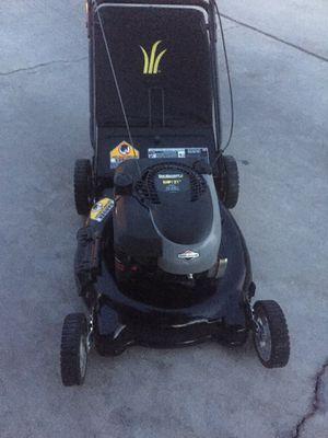 HEAVY DUTY YARD MACHINE PUSH LAWN MOWER WITH BAG for Sale in Las Vegas, NV