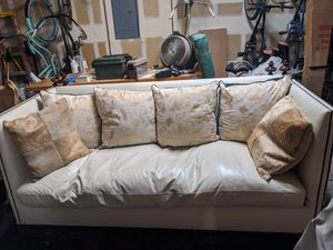 White luxiourious leather couch for Sale in Las Vegas, NV