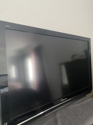 "Panasonic TV 42""/ PS4 & small tv with wall mount for Sale in Miami, FL"