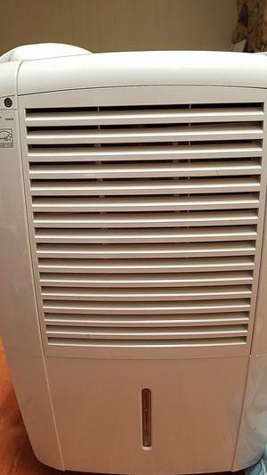 Frigidaire FDL7051 dehumidifier for Sale in Dallas, TX