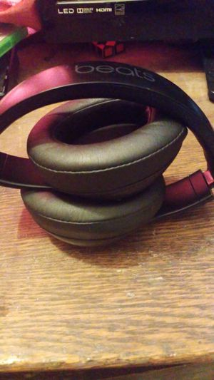 Beats Studio 3 Wireless with Aux Cord and Protective Case for Sale in Graham, WA