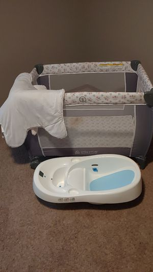 Crib and baby tub for Sale in Wichita, KS