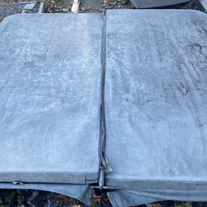 Free Hottub Cover for Sale in Rehoboth, MA