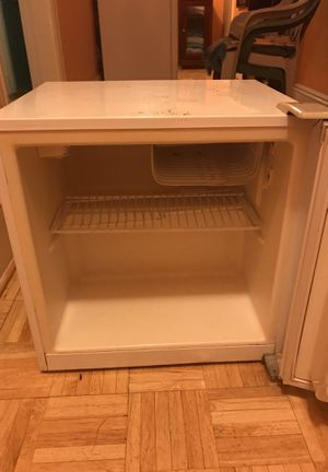 Refrigerator good condition for Sale in Chelsea, MA
