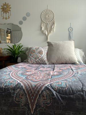 BEAUTIFUL FULL BED COMFORTER for Sale in Alexandria, VA