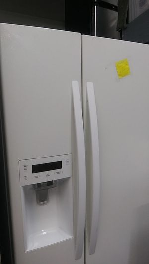 Kenmore Side by Side White Refrigerator for Sale in Wildomar, CA