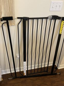 """Dog/Baby Gate 41"""" X 29-36.5"""" for Sale in Gainesville,  FL"""