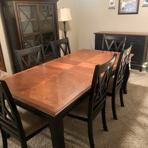 9 PIECE DINING ROOM SET TABLE CURIO BUFFET $1200 for Sale in Laveen Village, AZ