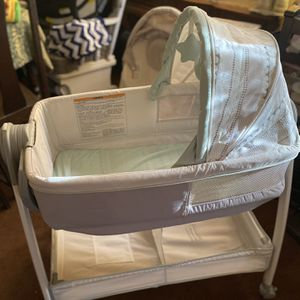 Graco Baby Bassinet And Changing Table 40 OBO for Sale in Redlands, CA
