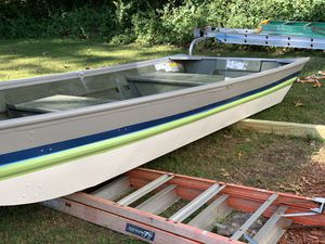 Alumcraf boat 12' footer (aluminum) few extras for Sale in West Haven, CT