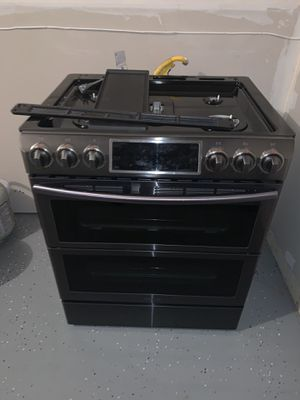 Samsung 5.8CuFT GAS Flex Duo Convection Slide-in Range with Dual Door in Black Stainless for Sale in Fort Washington, MD