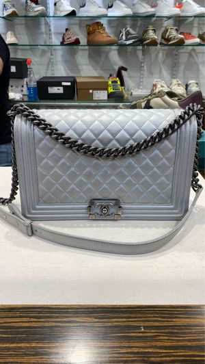 CHANEL BOY BAG SILVER CROSS BODY for Sale in Queens, NY