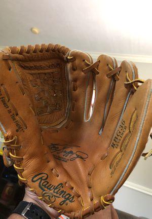 Baseball glove for Sale in BROOKSIDE VL, TX