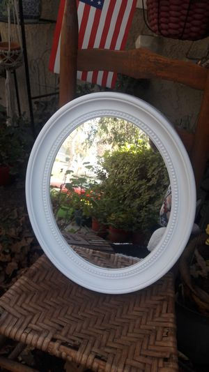 White oval mirror for Sale in Norco, CA