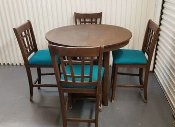 Brown Wood Round High Dinner Table Whit Four Chairs for Sale in Orlando,  FL