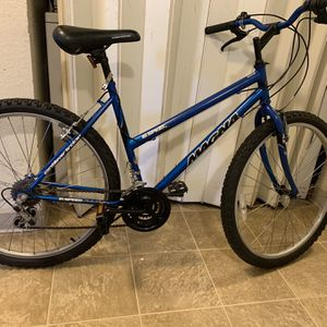 "Magna 15 speeds grift shift 26 "" wheels women's Mountain bike blue fit 5ft2 to 5ft8 for Sale in Sacramento, CA"