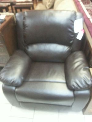 Leather recliner chair for Sale in Dearborn, MI