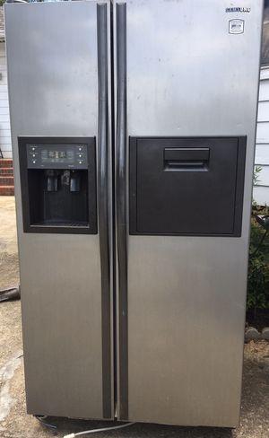 SAMSUNG SIDE BY SIDE FRIDGE RS2577SL for Sale in Morrow, GA