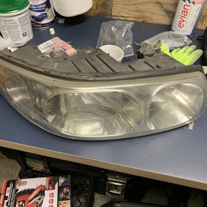 2000-2005 Buick LeSabre Custom Passenger Side Headlight Assembly for Sale in Aurora, IL
