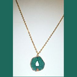NEW GOLD WRAPPED AGATE STONE PENDANT ON 30 INCH GOLD CHAIN NECKLACE for Sale in Milton,  FL