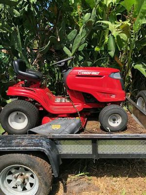 tractor Landscaping lawn mower for Sale in Hialeah, FL